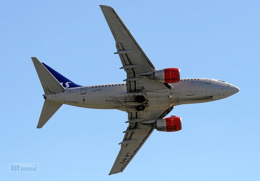 LN-RPE B737-683 SAS Norge Fly-by
