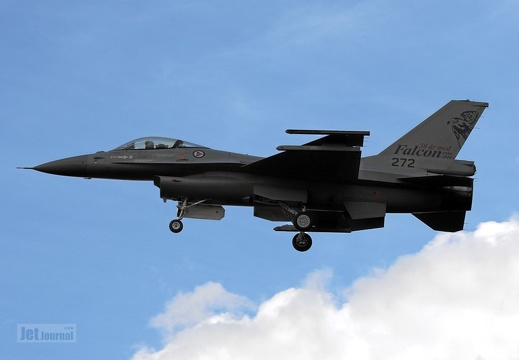 272 F-16AM Luftforsvaret fly-by