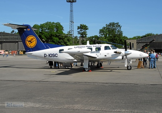 D-IOSC Piper Pa-42 LH Flight Training