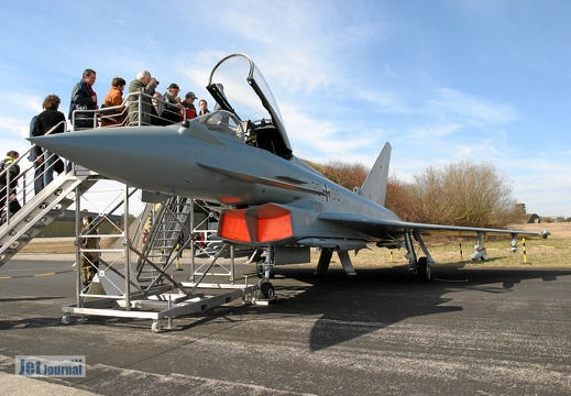 30+00 Eurofighter Mock up Pic2